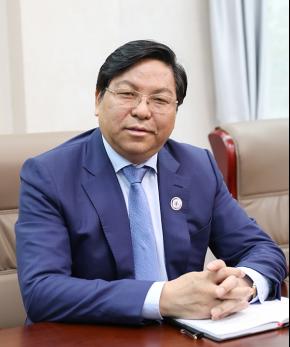 学校董事长  罗爱平