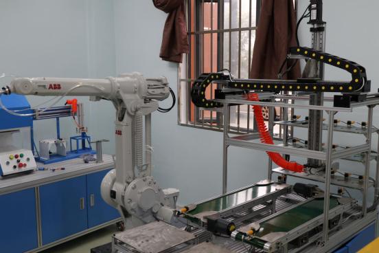 【以评促建】走进苗疆机器人实验室