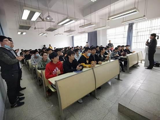 """电子信息工程学院举行""""无人驾驶及机器人智能控制研究进展""""学术讲座"""